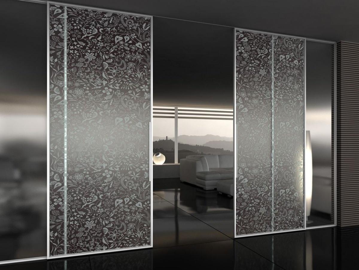 Футуризм и статусность: как стекло может изменить интерьер современного дома до неузнаваемости