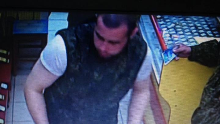 В Уфе разыскивают мужчину, укравшего мобильный телефон