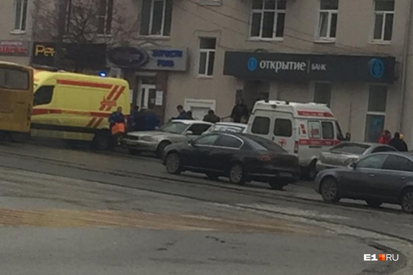 Неизвестный устроил стрельбу в офисе банка «Открытие» в Екатеринбурге
