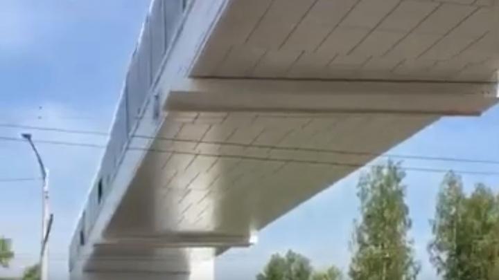 В Уфе горожанка обнаружила надземный переход, недоступный для пешеходов — гневное видео
