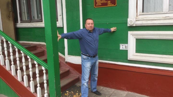 Оборона бюллетеней: оппозиционеры перекрыли для «Единой России»вход в переславскую администрацию
