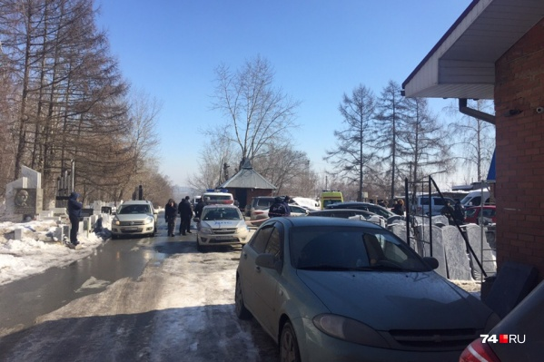 Днём на Успенском кладбище раздались выстрелы