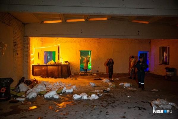 В помещении, где обрушилась крыша, проходила многолюдная вечеринка
