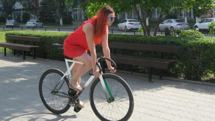Супергерои с бананами: волгоградцы на одно утро променяли автотранспорт на велосипеды