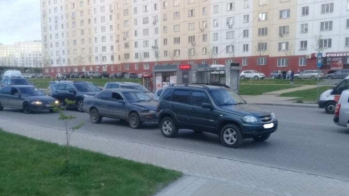 Пассажир «Тойоты» напал на сотрудника ГИБДД во время разбора аварии