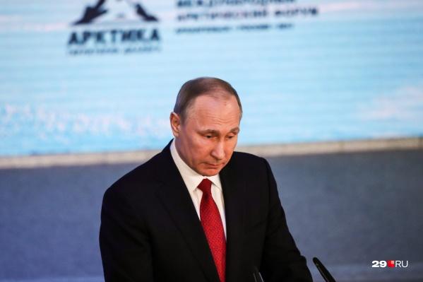 Путина спросили о последствиях взрыва в Нёноксе на пресс-конференции передначалом переговоров с президентом Франции Эммануэлем Макроном