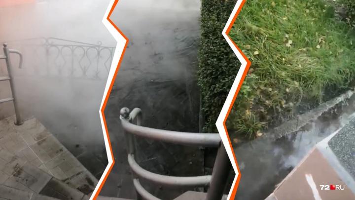 К отопительному сезону (не) готовы? В центре Тюмени разлился кипяток из-за прорыва теплотрассы