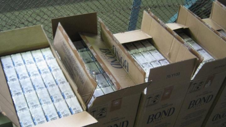 В Зауралье на границе таможенники изъяли почти 100 тысяч пачек сигарет