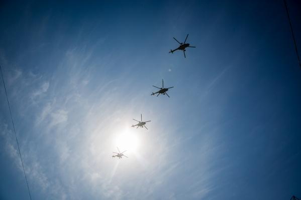 Тренировочные полёты самолётов и вертолётов проходят постоянно
