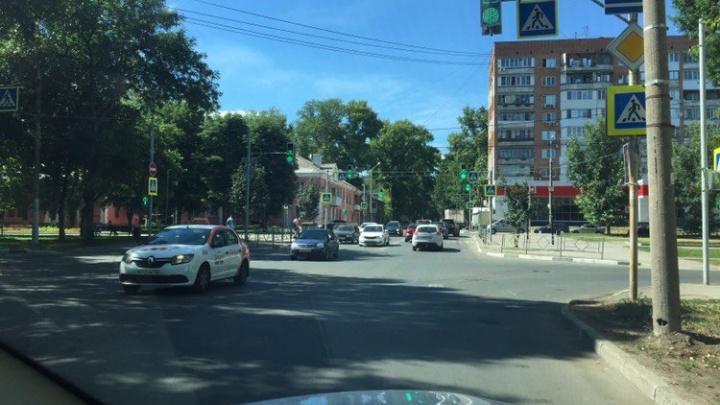 Новый светофор на перекрестке Юных Пионеров — Каховская включили в тестовом режиме
