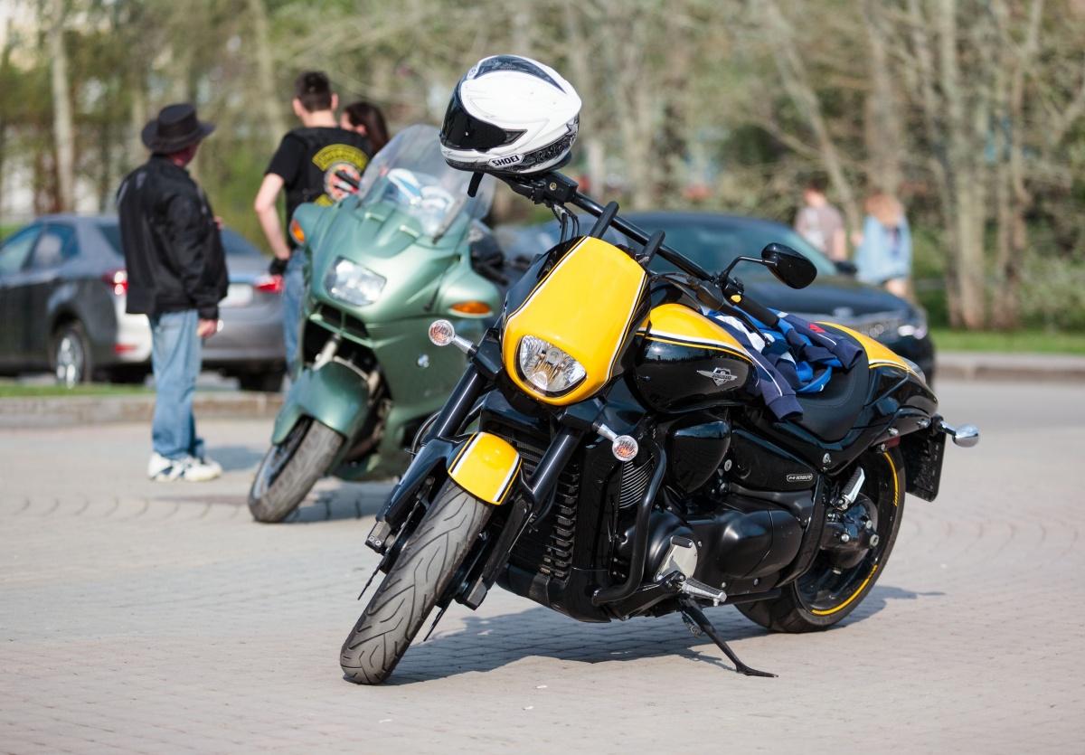 В центре города много мотоциклистов, уже открывших сезон