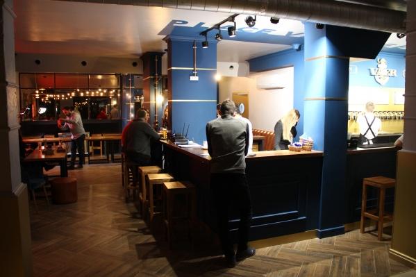 Меню нового пивного ресторана VAER, открывшегося на улице Декабристов, 41, состоит наполовину из авторской и молекулярной кухни