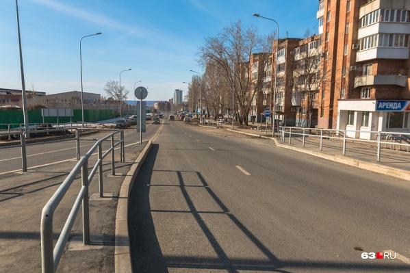 Многострадальный участок улицы от Московского шоссе до Мичурина до сих пор по вечерам темнее темного