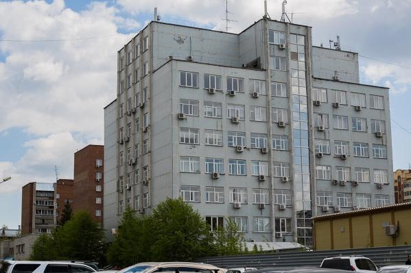 В здании на Некрасова, 54 также работает областной департамент по тарифам, а в конце 2017 года помещения в этом же дома взял в аренду и «Новосибирскэнергосбыт»