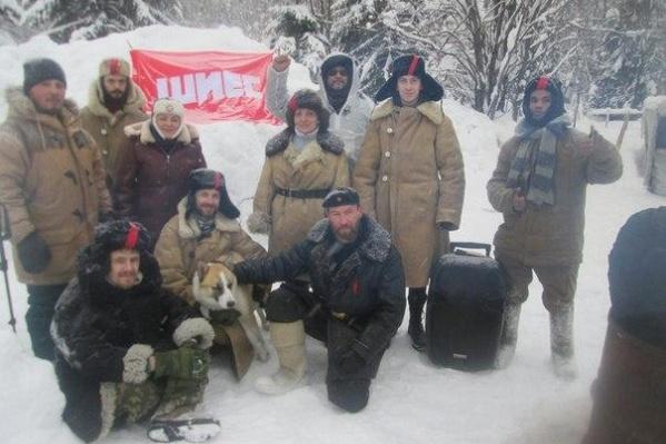 Бенес Айо с активистами Шиеса (он — крайний справа)<br>