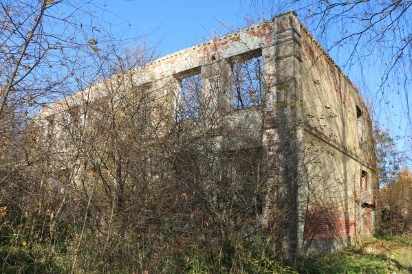 Так выглядело здание бывшей школы в октябре 2018-го