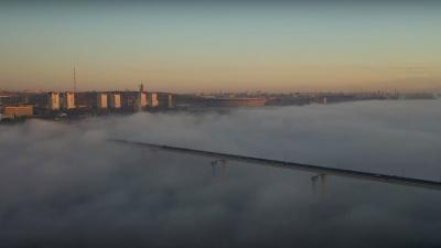 «У нас бывает красиво, когда люди спят»: фотограф поймал с высоты окутавший Волгоград туман