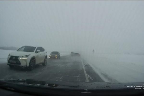 Водителя белого автомобиля сейчас ищут родственники пострадавших