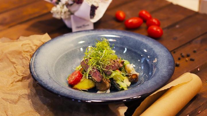 Местечко вкусной еды и неспешных разговоров: в самом сердце города недавно открылся Cubby Resto Bar