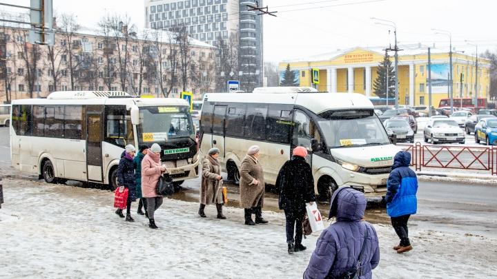 «Нас за идиотов держат»: в Ярославской области скандальные автобусы замаскировали под нормальные
