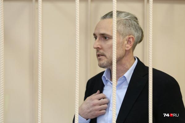 Станислав Третьяков вошёл в зал суда без наручников и в стильном образе