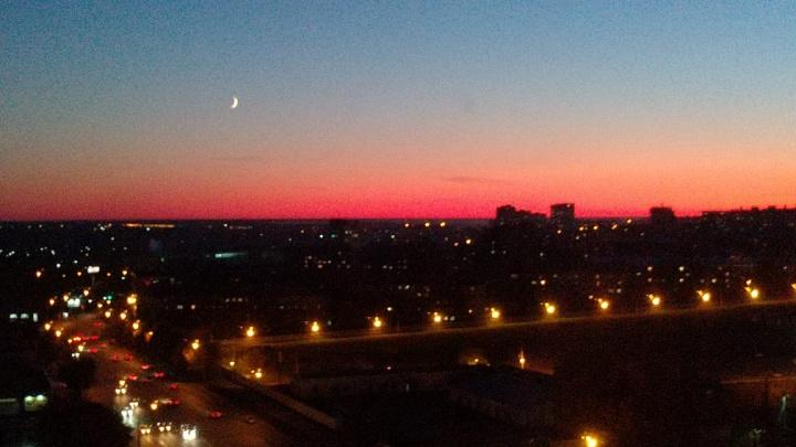 Фиолетовое небо: новосибирцы снимают шикарный вторничный закат