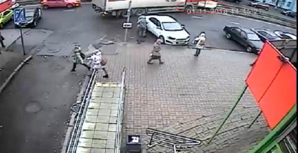 Даже не пытался затормозить: появилось видео, как трамвай врезается в фуру