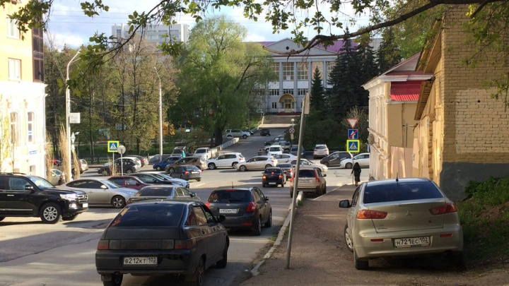«Я паркуюсь как…»: Динар Гильмутдинов отметил самых нерадивых автомобилистов