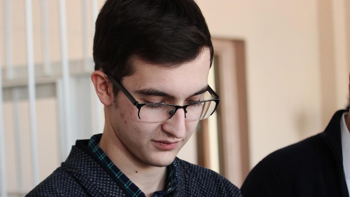 Владимир Жоглик уже давно окончил школу, но дело ещё рассматривается в суде