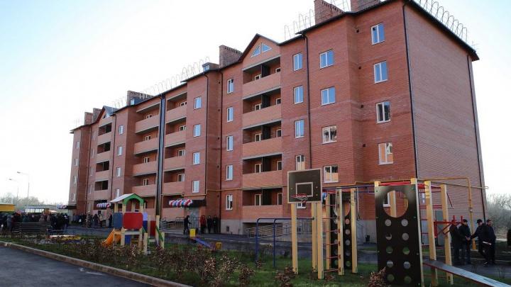 Затянувшееся новоселье: жители ветхих домов из Шахт получили новые квартиры спустя пять лет