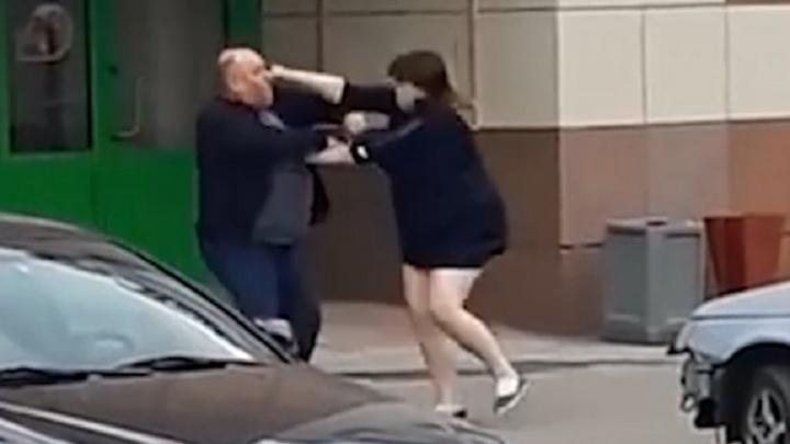 Полицейские выяснили, почему жительница Сызрани напала на мужчину около ТЦ с ножом
