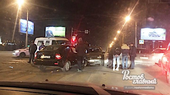 Скорая помощь попала в ДТП с пятью автомобилями в Ростове