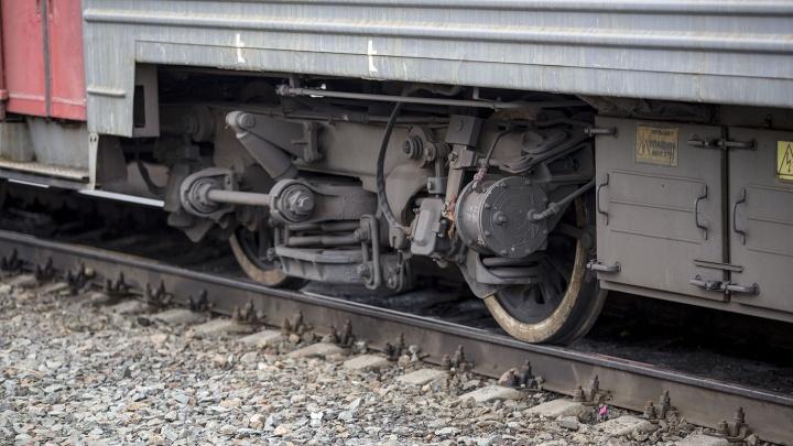 Два человека попали под электричку в Академгородке: мужчины шли вдоль железной дороги