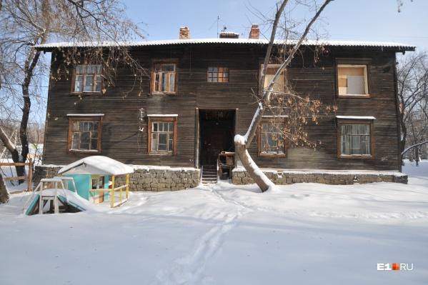 В доме на Омской сейчас никто не живёт