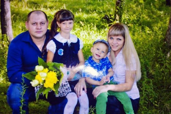 В семье Евсеевых подрастают двое детей— Алёна собирается бороться с раком ради них и любимого мужа