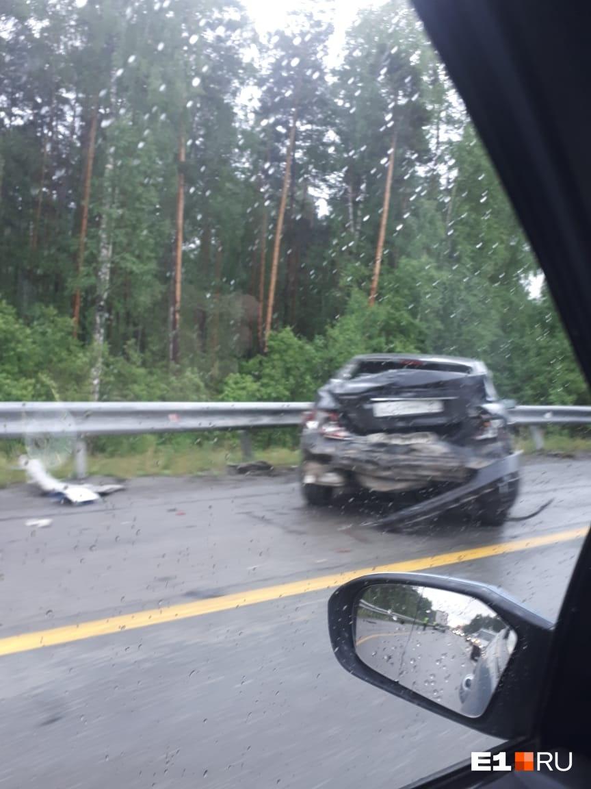 ЕКАД в районе Кольцово встал в многокилометровую пробку из-за ДТП