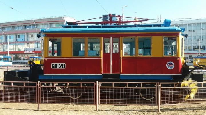 В Волгограде открылась выставка городского транспорта