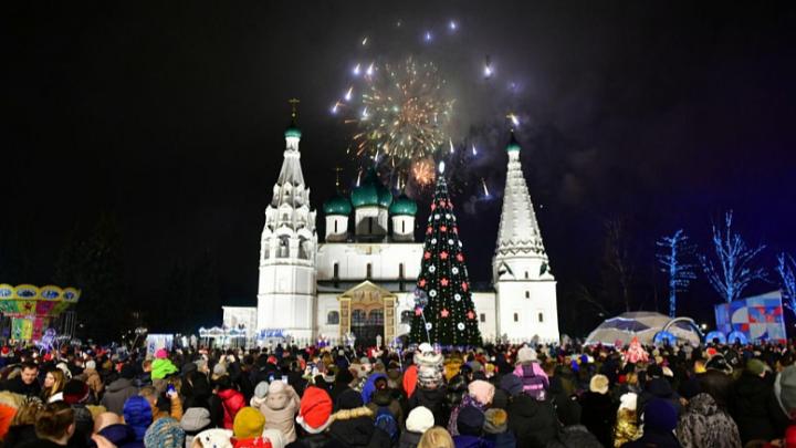 «Мираж» и салют: как Ярославль встретил Новый год на Советской площади