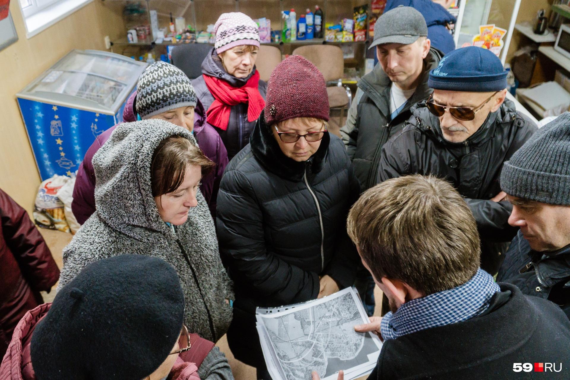 В магазине Заозерья корреспондентов 59.ru встретили более десятка местных жителей