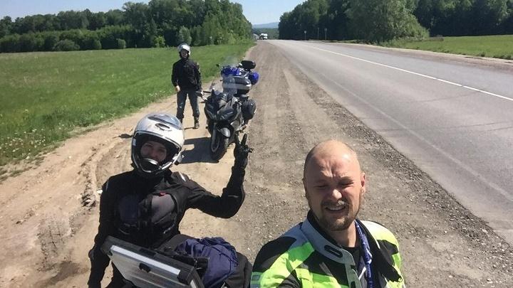 Семья байкеров доехала из Новосибирска до Кавказа и нашла там опустевшие города