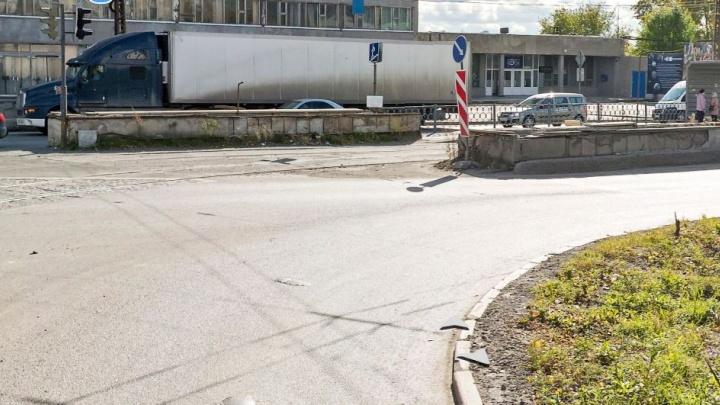 Подземный переход на одном из главных перекрестков Эльмаша закопают до середины октября
