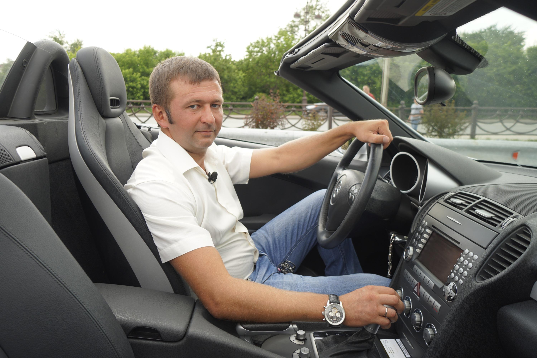 Владимир, выбирая машину, смотрел не только на комфорт, но и на привлекательность самого автомобиля