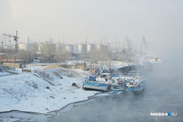 Нефтебаза располагается на правом берегу Енисея в районе Октябрьского моста