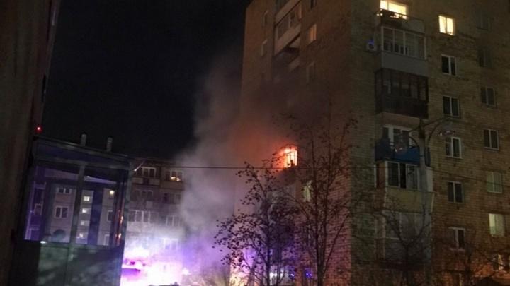 Из горящей девятиэтажки на Карбышева эвакуировали 18 человек