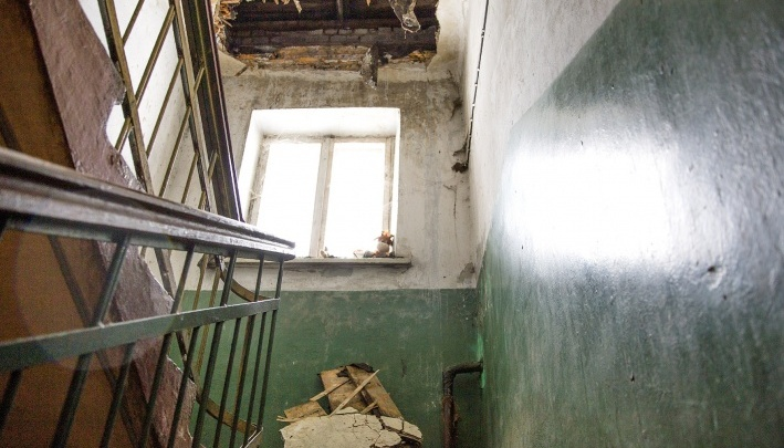 Косяки нерадивого подрядчика по капремонту исправят за деньги ярославцев