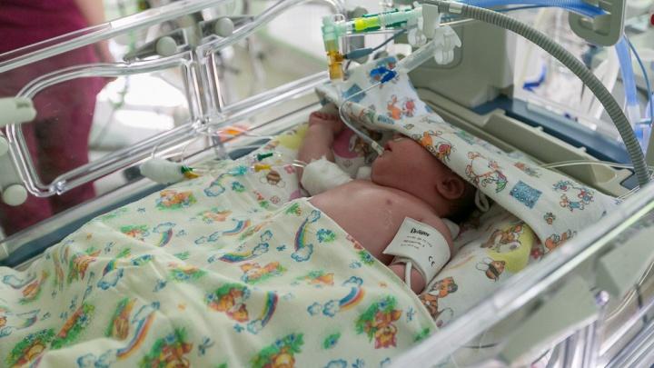 Женщина родила ребенка в автобусе. Ее везли в роддом «Солнечного» без остановок и с пассажирами