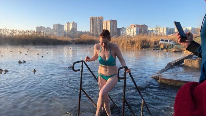 В Ростове Крещение встретили с божьей помощью и платной тарой: 20 лучших фото с городских купелей