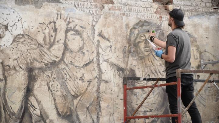 Нелегальное легально: смотрим, как уличные художники превращают дома Екатеринбурга в арт-объекты