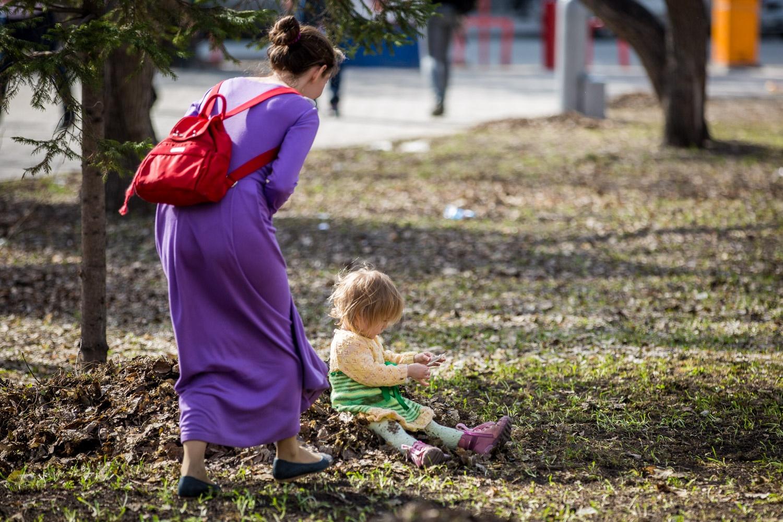 Если мать-студентка продолжает учёбу, она имеет право на выплату по уходу за ребенком