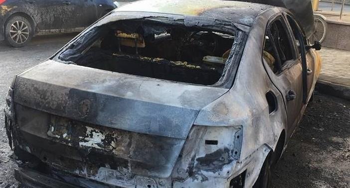 У сотрудника екатеринбургской управляющей компании ночью сожгли автомобиль